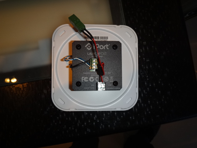 iPort LaunchPort - магнитное крепление для iPad на стену